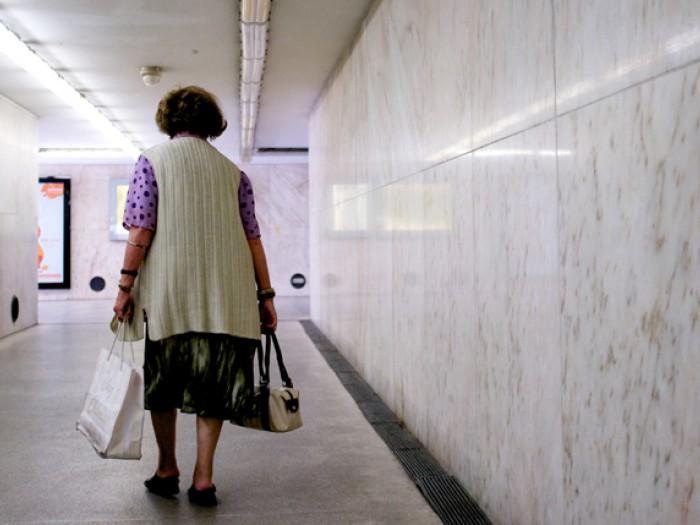 Vrouw in Metro